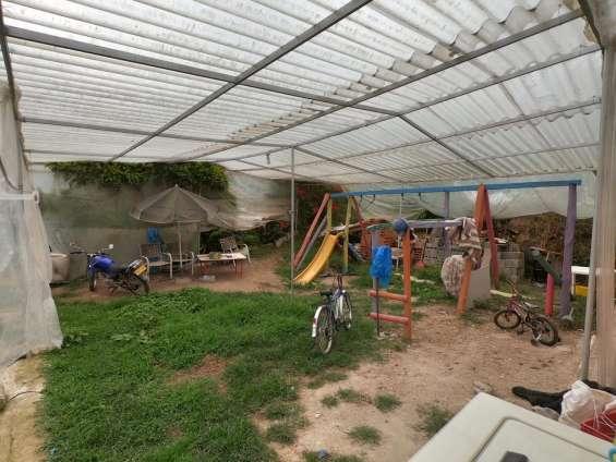 Parque infantil totalmente cubierto